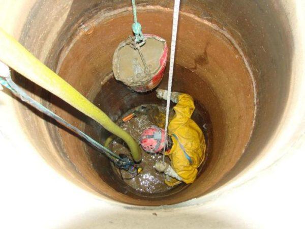 Чтобы вода была чистой, за источником нужно ухаживать