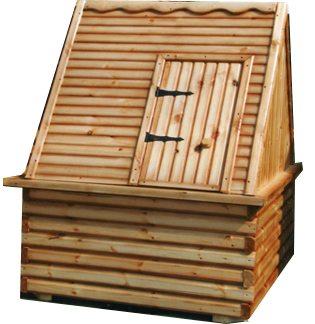 Деревянный домик станет отличным украшением скважины