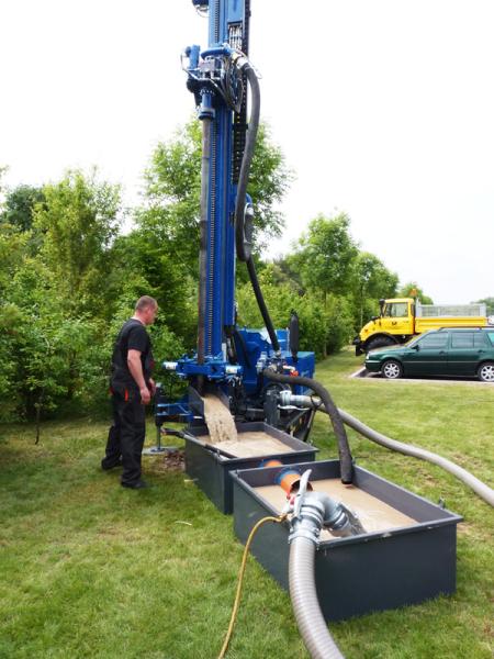 Для достижения водоносного горизонта можно использовать разные методики