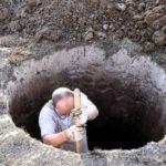 Как выкопать скважину своими руками: руководство от «а» до «я»