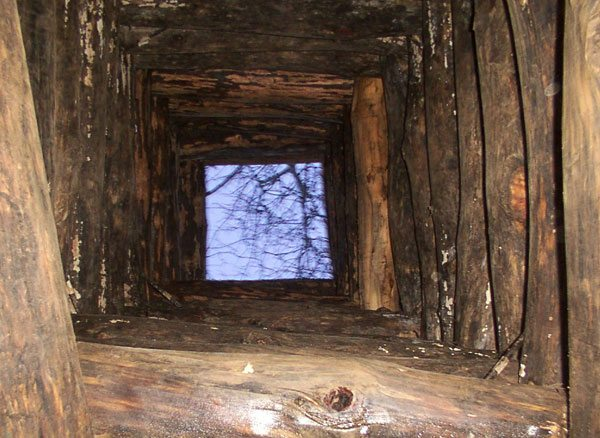 Для укрепления ствола традиционно использовали древесину.