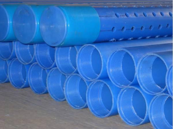 Фильтрующий участок обсадной колонны защищает насос от крупных фрагментов грунта.