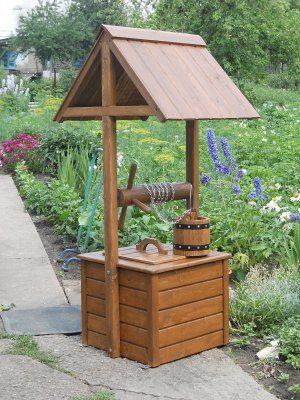 Фото простейшей каркасной конструкции с двускатной крышей
