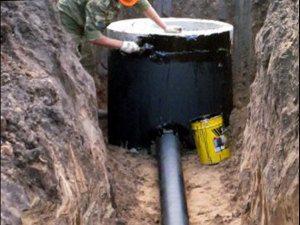 Герметизация канализационных колодцев битумной мастикой
