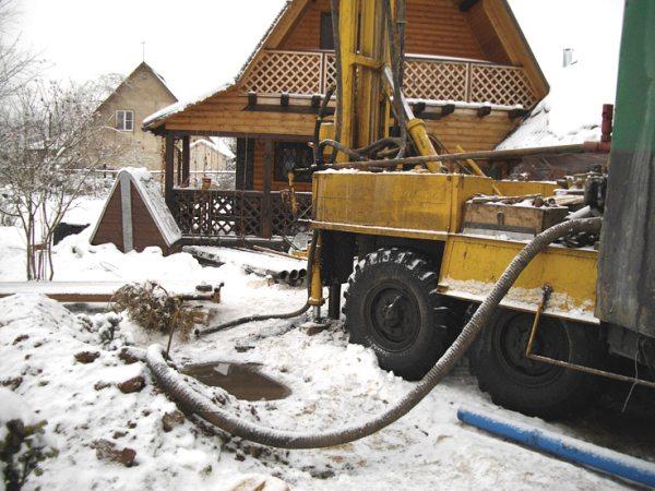 Инструкция не регламентирует строго сезон для производства работ по бурению.