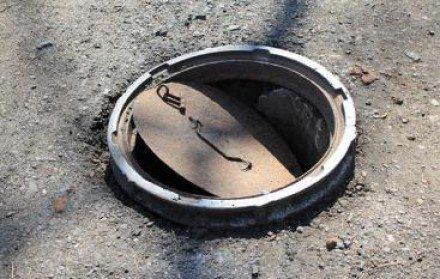 Канализационные колодцы также являются источником загрязнения