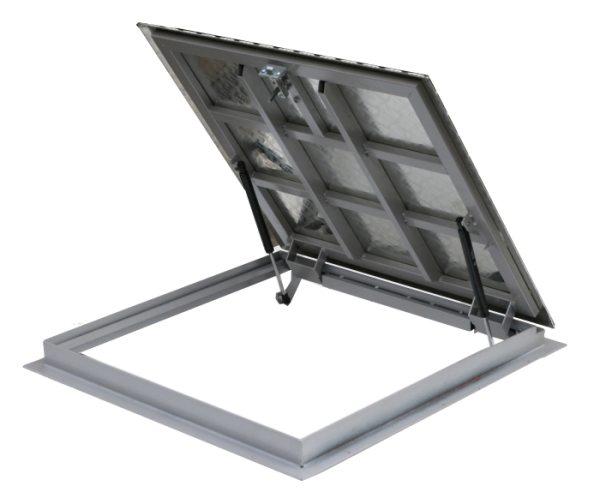 Квадратный образец из алюминия выдерживает нагрузку в 200 кг.