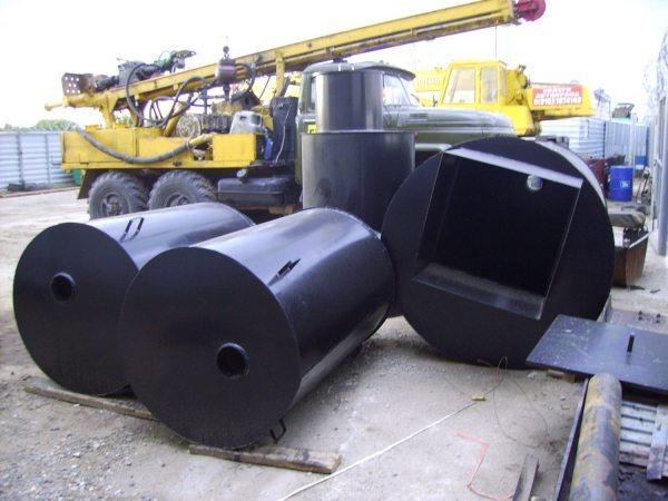 Металлический кессон для скважины легко сделать из стальных труб.