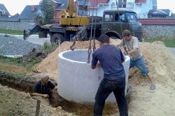 Монтаж бетонных колец.