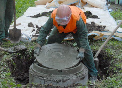 Крышка для канализационного люка своими руками