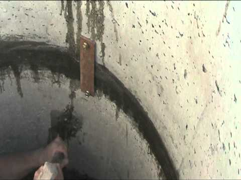 На фото - скоба для скрепления бетонных секций