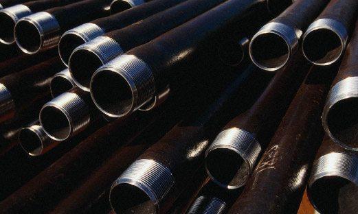 На фото показана стальная обсадная труба с резьбовым фланцем.