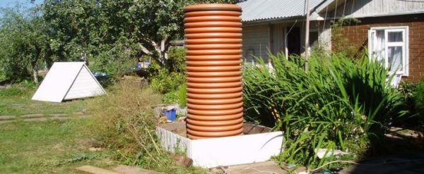 На фото представлена бесшовная труба для накопления воды.