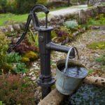 Ручной насос для колодца — основные отличия и разновидности оборудования