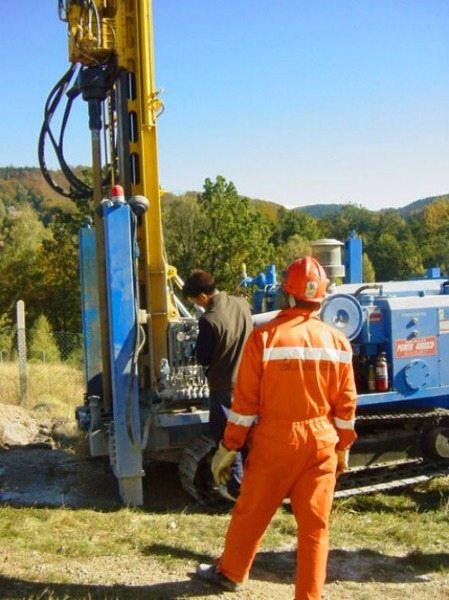 На место проведения работ выезжает бригада специалистов с необходимым оборудованием.