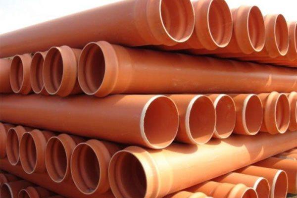 Наружные пластиковые канализационные трубы.