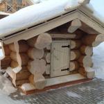 Оригинальное оформление домика для скважины