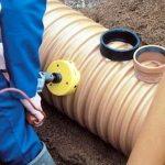 Подсоединение труб к пластиковому колодцу