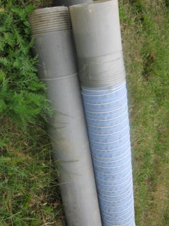 Полимерный материал отлично подойдет, если фильтровальная труба изготовлена из пластика