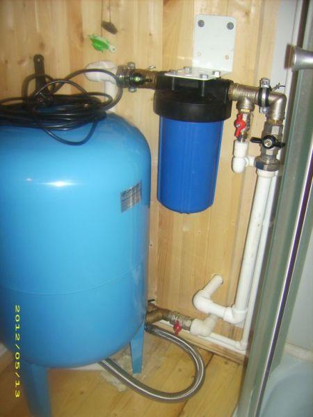 При установке капитальной конструкции, которая будет подключена к домашней системе, может потребоваться точно такое же оборудование, которое используют при использовании скважины