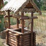 Пример декоративного деревянного колодца