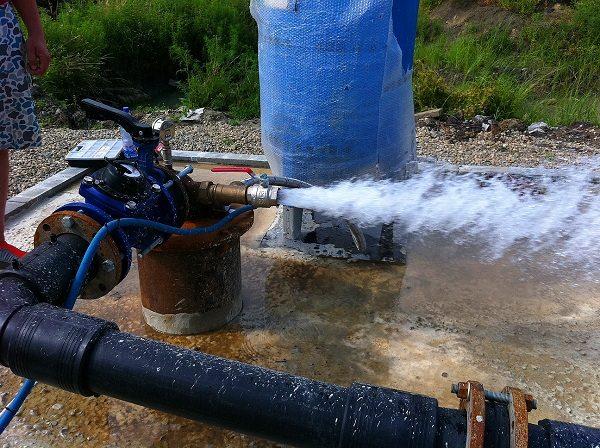 Раскачивание скважины, в понимании «прокачивать», длится до тех пор, пока не пойдёт такая чистая вода
