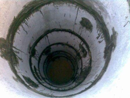 Швы шахты гидроизолированы смесью цемента и клея ПВА.