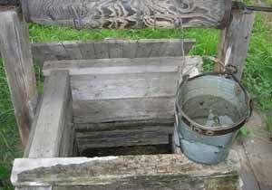 Скважина внутри колодца просто напрашивается, как продолжение попытки надёжного обеспечения участка водой