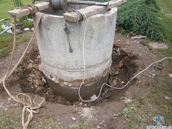 Стенки круглого ствола укрепим бетонными кольцами со стыковочными замками - фасками.