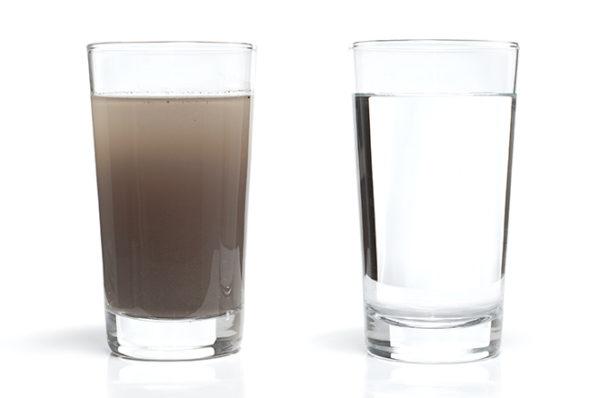 Вода из первого стакана может быть опасной для жизни!