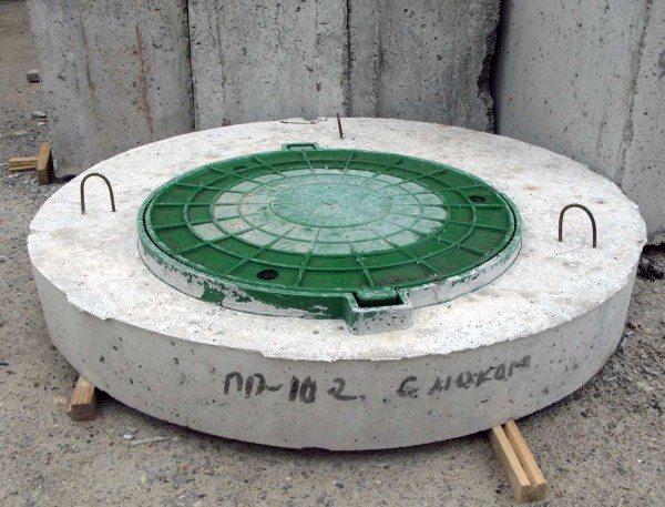 Бетонная крышка для колодца способна выдержать огромные нагрузки