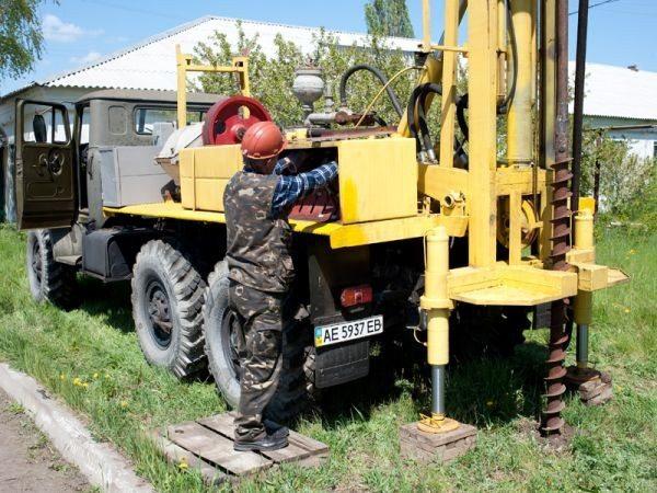 Буровая установка, смонтированная на шасси грузовика
