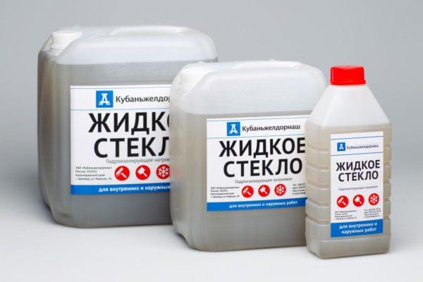 Для герметизации стыков и трещин используйте жидкое стекло