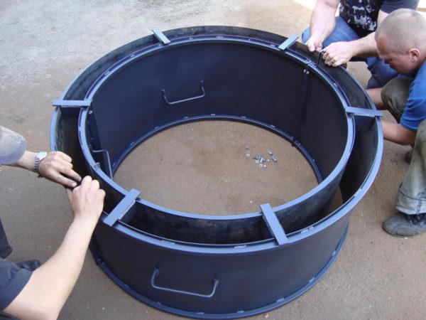 Для изготовления бетонных колец требуется опалубка