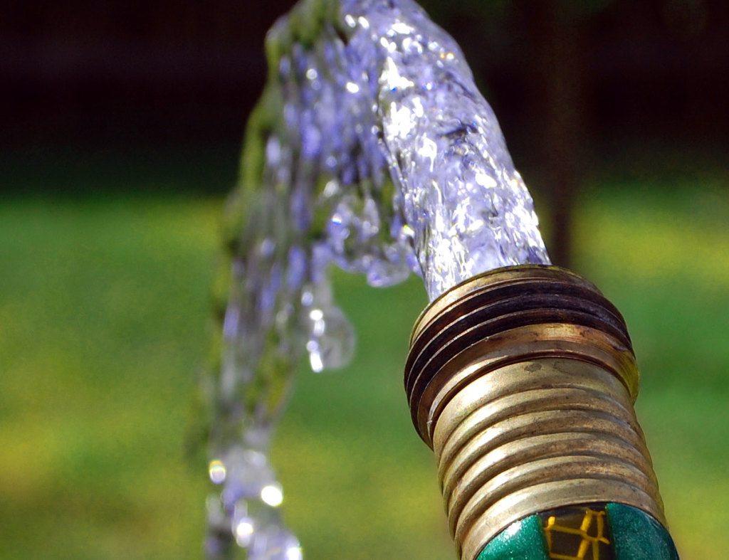 Источник воды на собственном участке – это выгодно, удобно и комфортно!