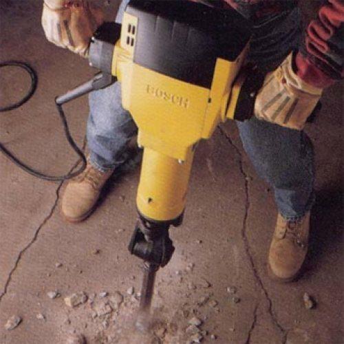 Электрический отбойник заменяет лом, кирку и прочий ударный инструмент.