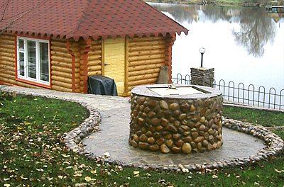 Фото каменного колодца