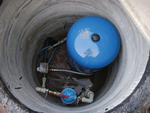 Кессон из бетонных колец с установленной системой