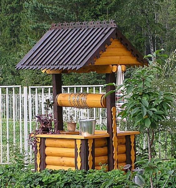 Колодцы на садовом участке – это их украшение, а не только гидротехнические сооружения