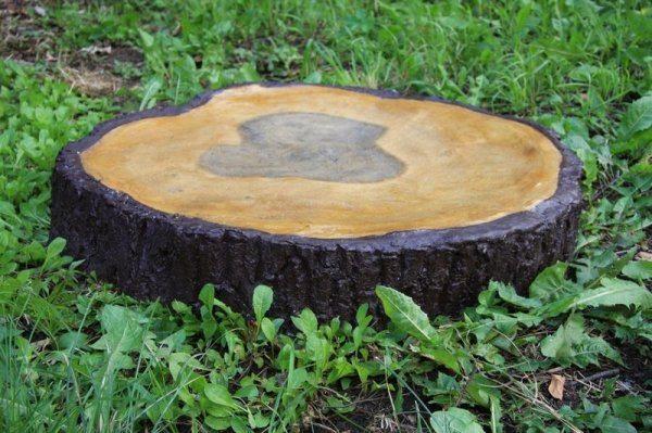 Люк для колодца из камня декорированный под дерево