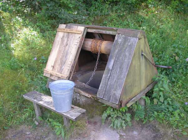Может ли колодец ужиться на одном участке с локальной канализацией? Давайте разбираться.