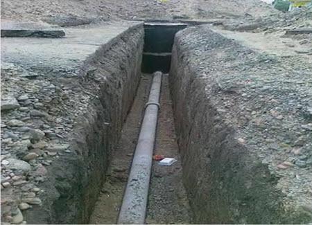 На фото - труба из асбеста, которая надежно защитит водопроводную магистраль