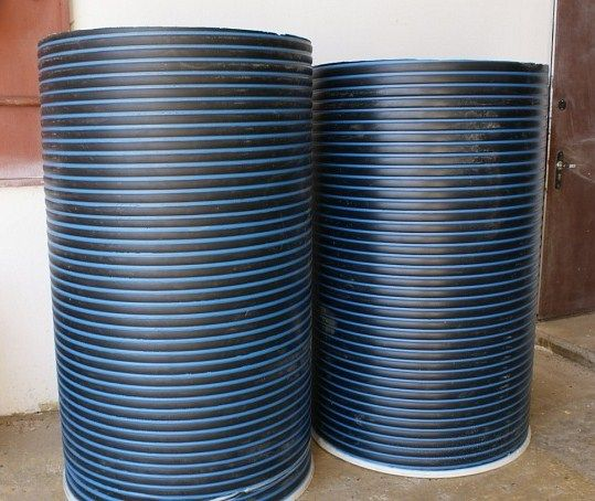 На фото – трубы для колодца из пластика
