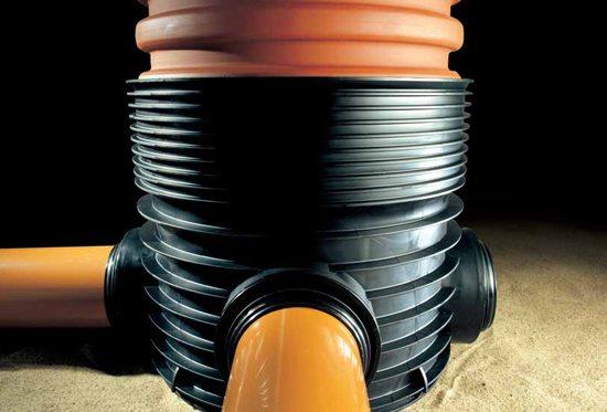 На фото – угловой канализационный колодец из полимера