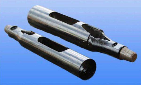 На фото: грузы могут быть оборудованы прорезями для облегчения удаления грунта