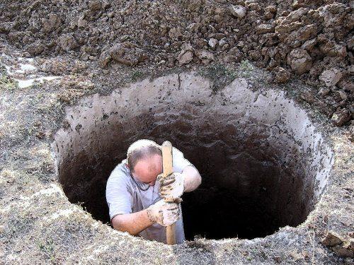 На фото первый этап разработки шахты для колодца.