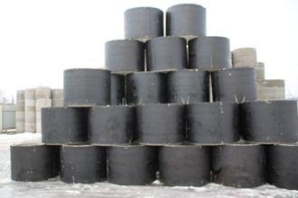 Некоторые кольца данного вида производят сразу в защитном покрытии из рубероида и битума, однако после монтажа соединение нуждается в дополнительной обработке