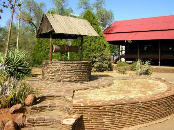 Облицовка колодца и прилегающей территории природным камнем