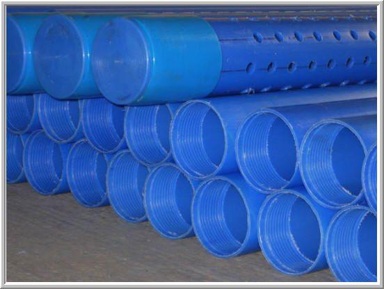 Пластиковые обсадные трубы с резьбой.