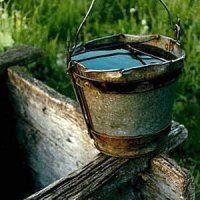 Почему в колодце мутная вода, когда ему «сто лет в обед» и весь деревянный остов прогнил, ответ очевиден – за ним тоже нужно ухаживать